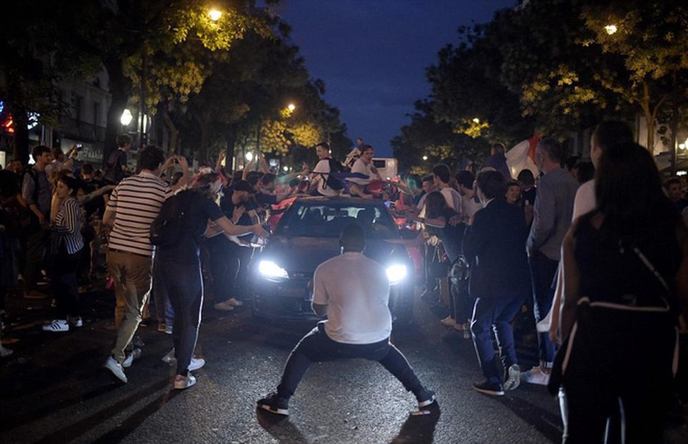 Dân Pháp đi bão mừng vé vào chung kết World Cup 2018 - Ảnh 5.