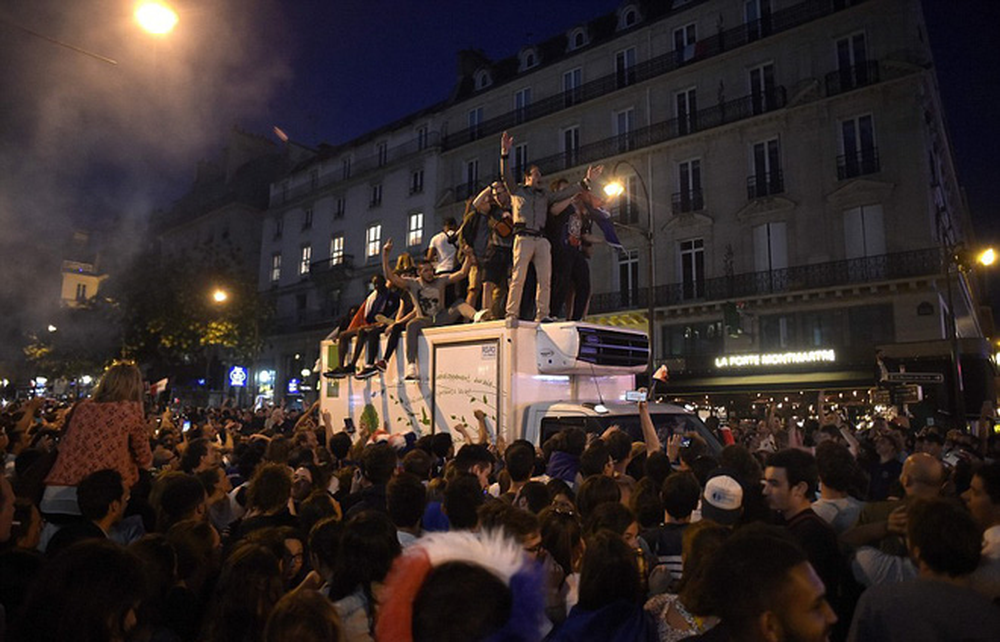Dân Pháp đi bão mừng vé vào chung kết World Cup 2018 - Ảnh 4.
