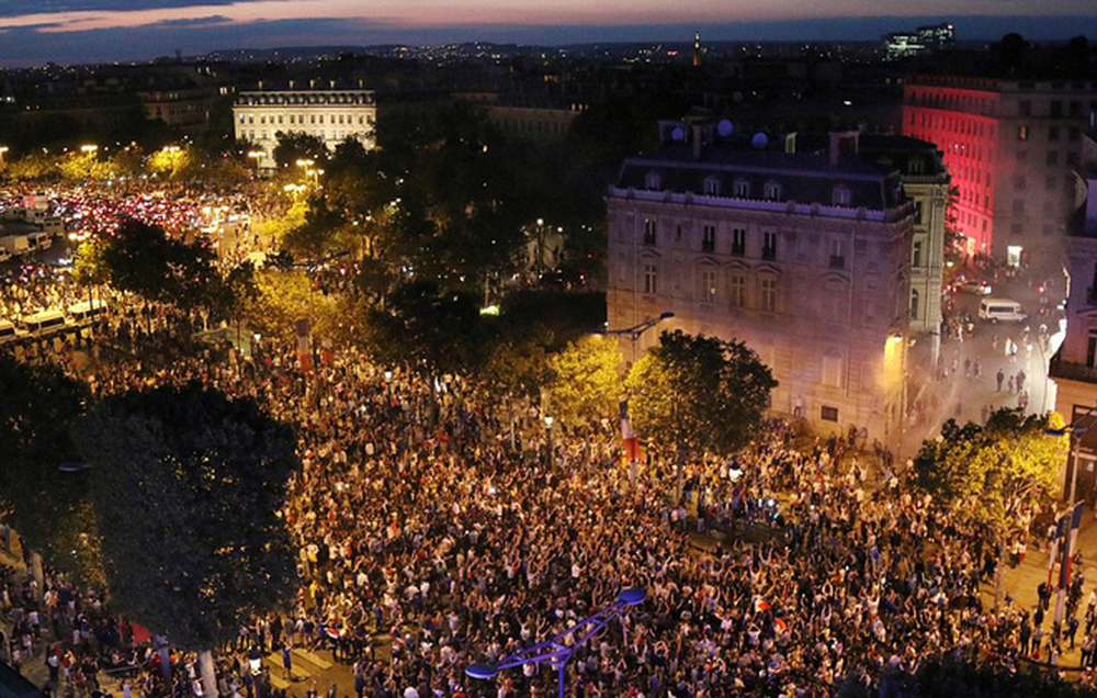 Dân Pháp đi bão mừng vé vào chung kết World Cup 2018 - Ảnh 3.