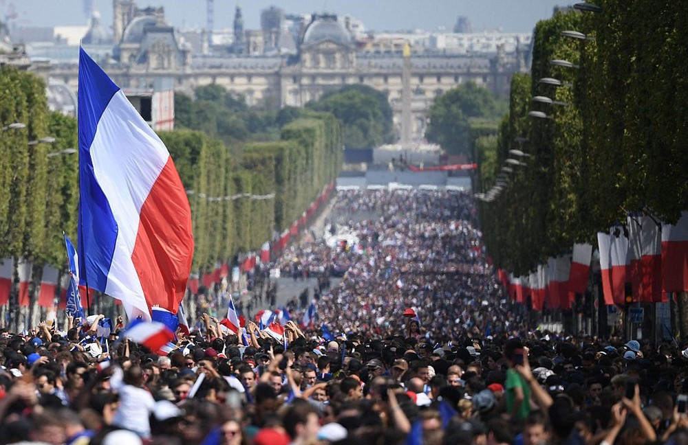 Tuyển Pháp mang cúp vàng trở về, 500.000 fan xuống đường chào đón như ngày hội - Ảnh 5.