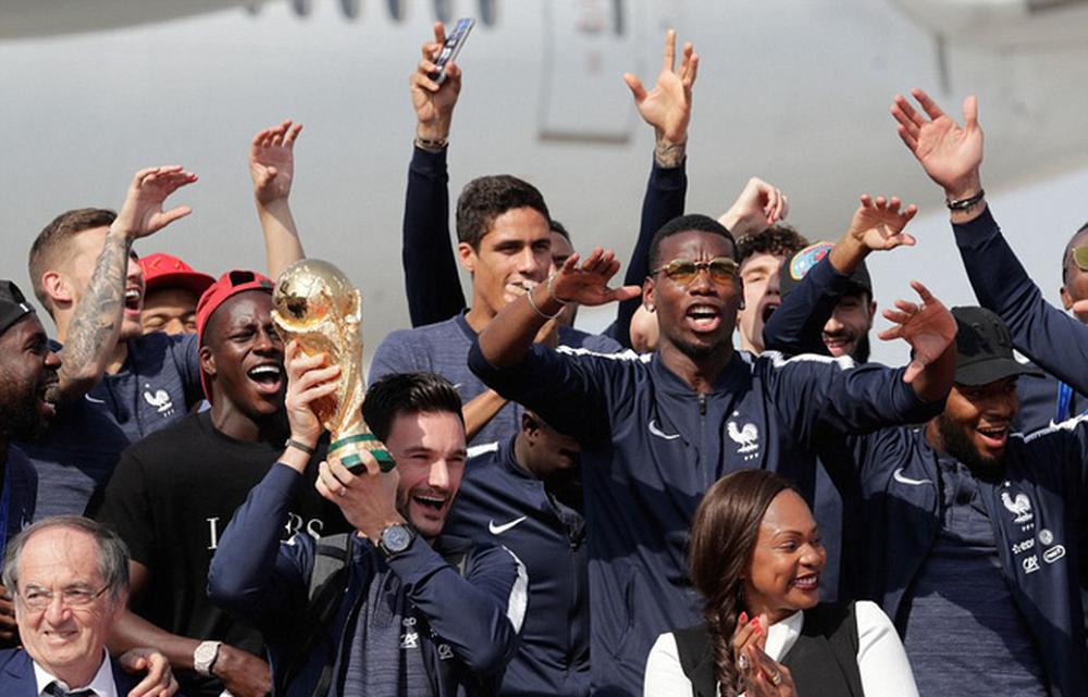 Tuyển Pháp mang cúp vàng trở về, 500.000 fan xuống đường chào đón như ngày hội - Ảnh 2.