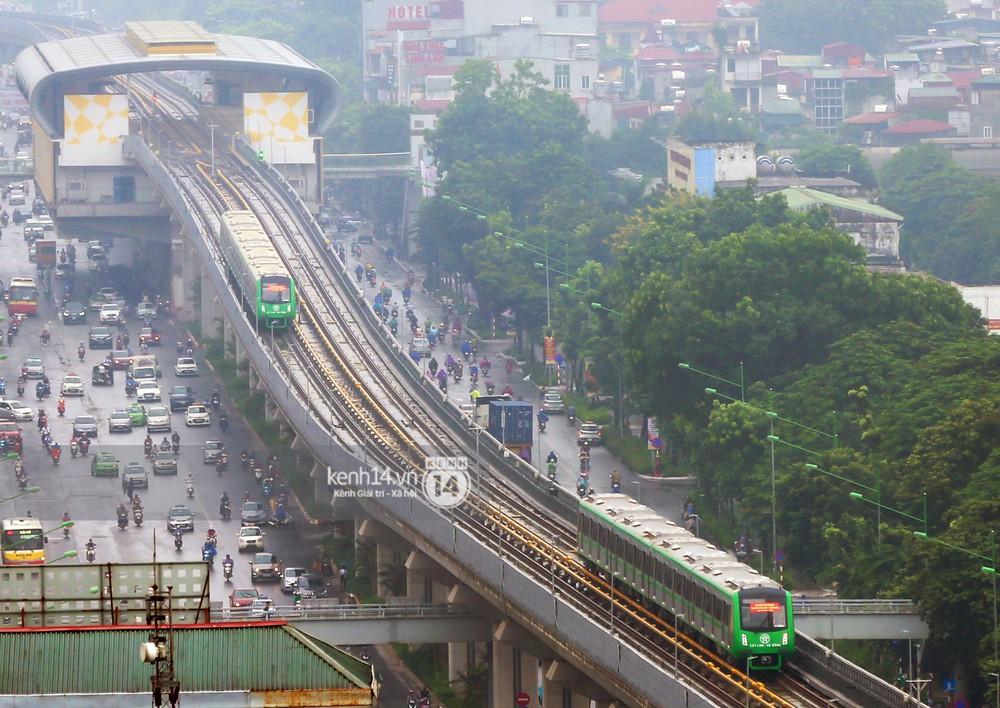 Ảnh, clip: 4 đoàn tàu đường sắt trên cao bất ngờ di chuyển trong mưa trước ngày chạy thử - Ảnh 11.