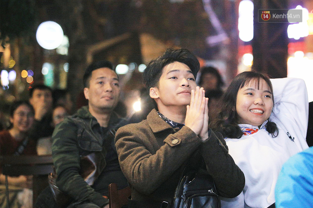 120 phút khó quên: Những cảm xúc từ hụt hẫng, thót tim đến vỡ òa hạnh phúc của người hâm mộ trong trận thắng lịch sử của ĐT Việt Nam - Ảnh 7.