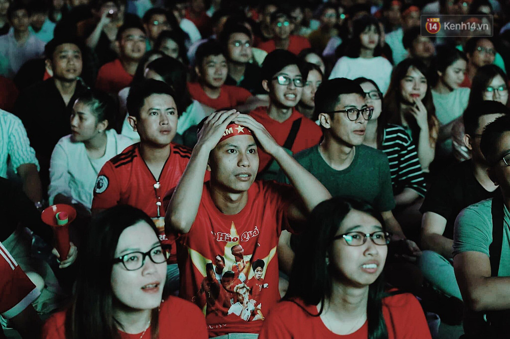 120 phút khó quên: Những cảm xúc từ hụt hẫng, thót tim đến vỡ òa hạnh phúc của người hâm mộ trong trận thắng lịch sử của ĐT Việt Nam - Ảnh 5.