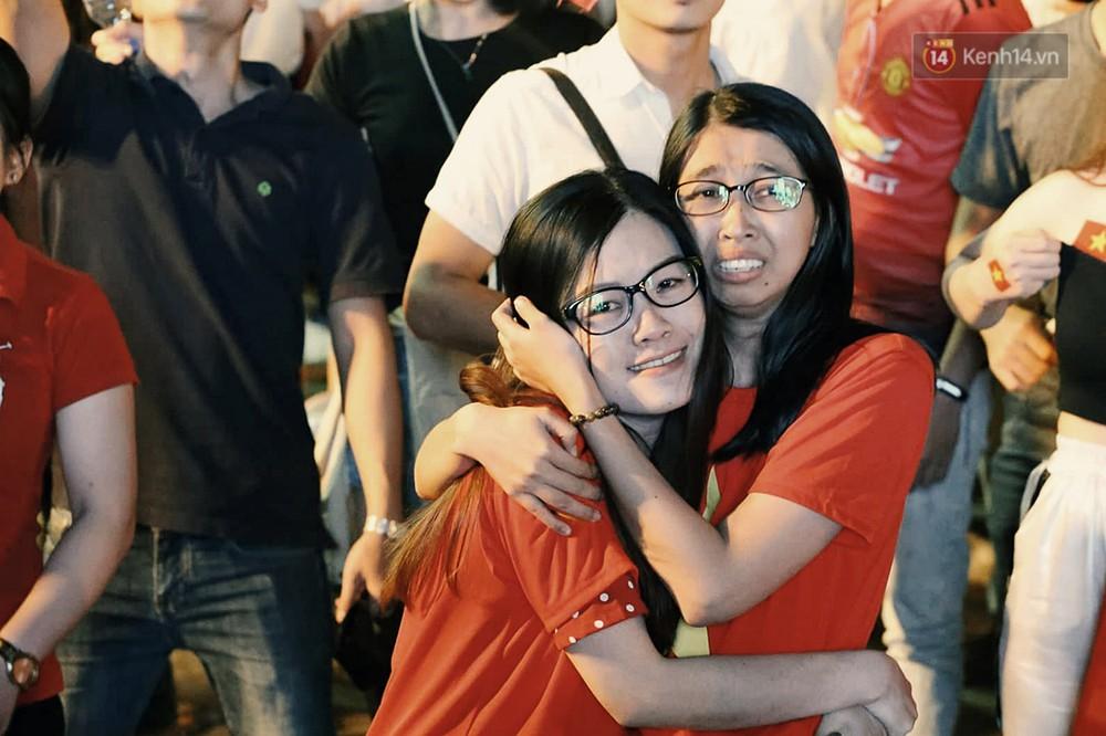 120 phút khó quên: Những cảm xúc từ hụt hẫng, thót tim đến vỡ òa hạnh phúc của người hâm mộ trong trận thắng lịch sử của ĐT Việt Nam - Ảnh 10.