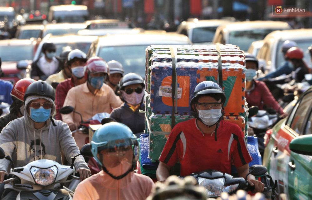 Nỗi ám ảnh của người Sài Gòn những ngày cận Tết: Rừng xe đông nghẹt trên nhiều tuyến đường trung tâm từ trưa đến tối - Ảnh 9.