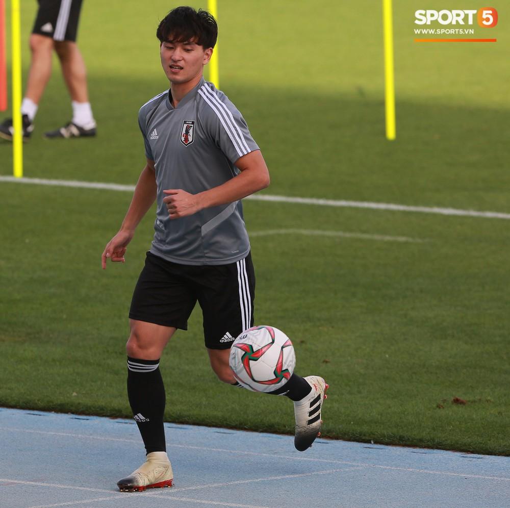Nữ trợ lý đặc biệt trên sân tập của tuyển Nhật Bản - Ảnh 9.