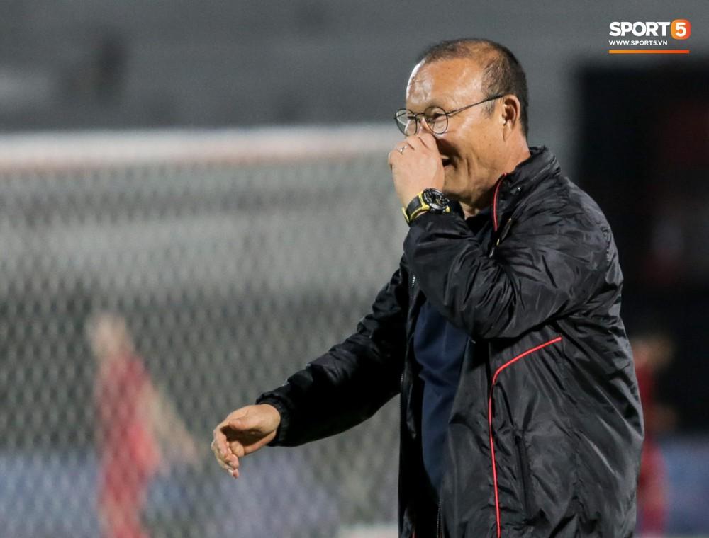 HLV Park Hang-seo bất ngờ hét lớn vì nghi buổi tập chiều 14/10 của tuyển Việt Nam bị quay lén - Ảnh 6.