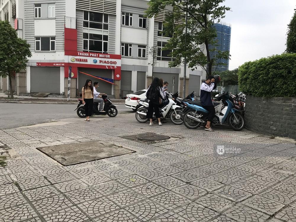 Nhức mắt cảnh hàng loạt học sinh không đội mũ bảo hiểm, phóng xe máy vèo vèo đến trường, hỏi ra lý do càng phẫn nộ hơn - Ảnh 14.