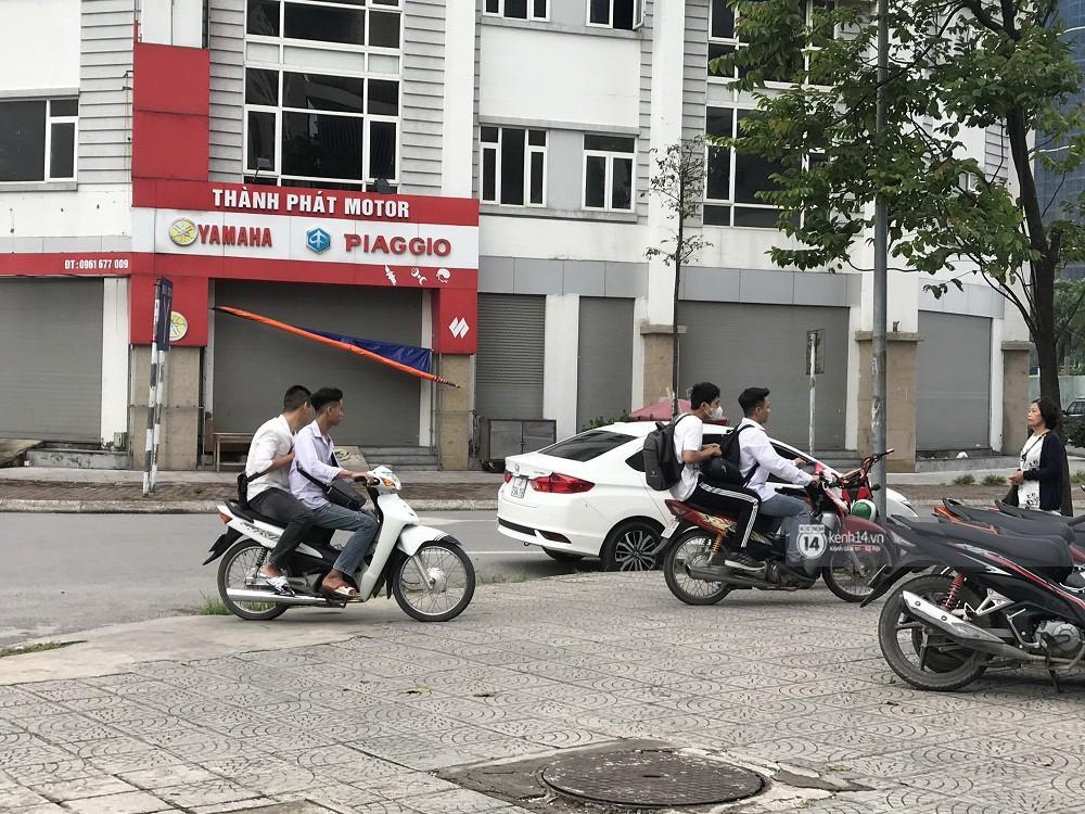 Nhức mắt cảnh hàng loạt học sinh không đội mũ bảo hiểm, phóng xe máy vèo vèo đến trường, hỏi ra lý do càng phẫn nộ hơn - Ảnh 8.