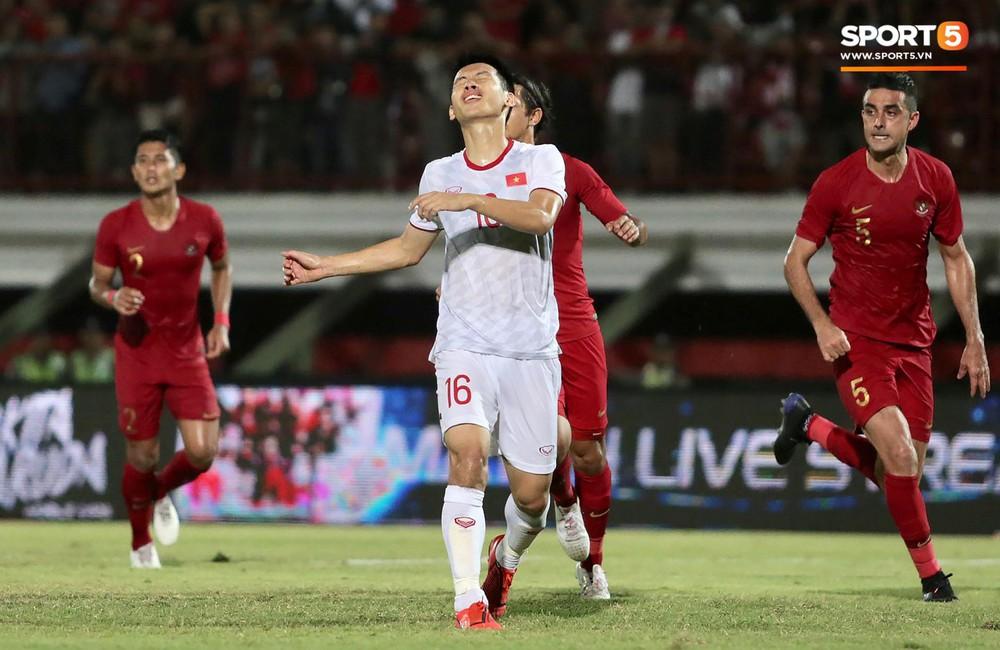 Sút trượt penalty, tiền vệ tuyển Việt Nam vẫn tươi cười ăn mừng cùng đồng đội - Ảnh 3.