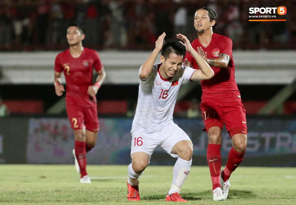 Sút trượt penalty, tiền vệ tuyển Việt Nam vẫn tươi cười ăn mừng cùng đồng đội - Ảnh 4.