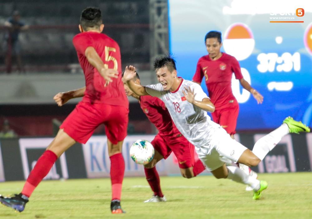 Bị thầy Park quát nạt ngay trên sân, tiền đạo trẻ tuyển Việt Nam từ vô hại hoá tay săn bàn đẳng cấp - Ảnh 2.