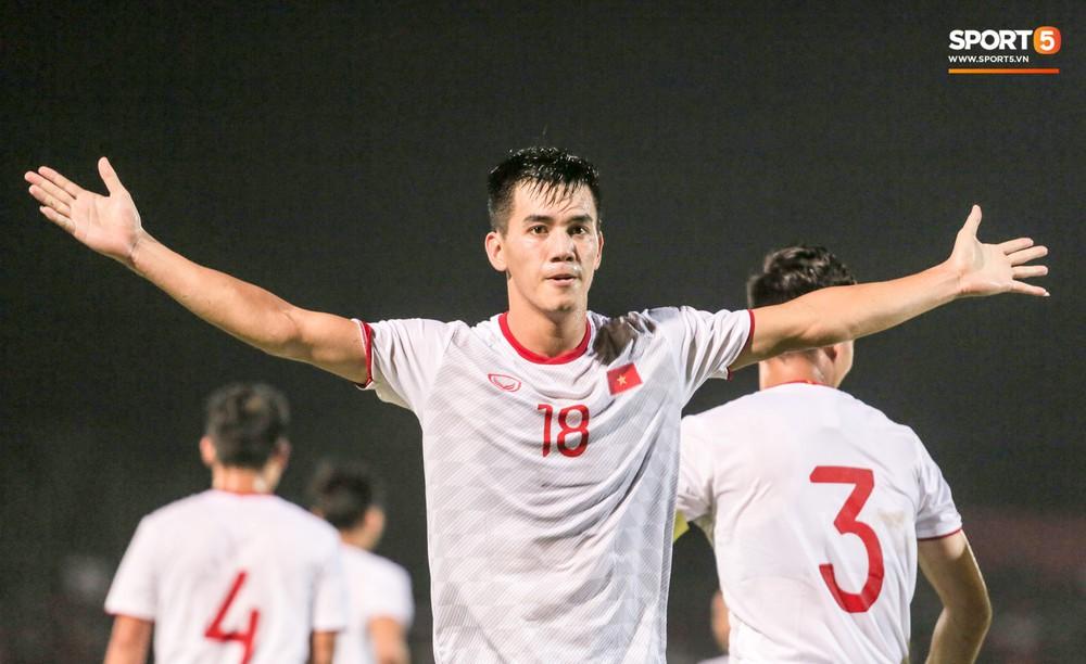Bị thầy Park quát nạt ngay trên sân, tiền đạo trẻ tuyển Việt Nam từ vô hại hoá tay săn bàn đẳng cấp - Ảnh 8.