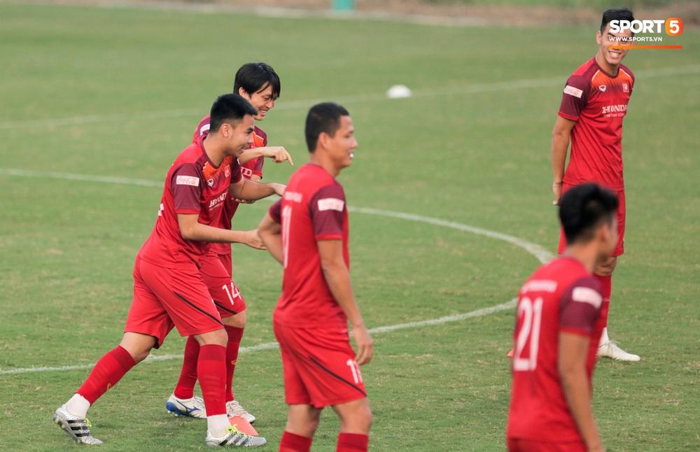 Tuấn Anh bị Đức Huy bắt nạt, đuổi khỏi vị trí ở trò chơi gây mất tình anh em tại tuyển Việt Nam - Ảnh 2.