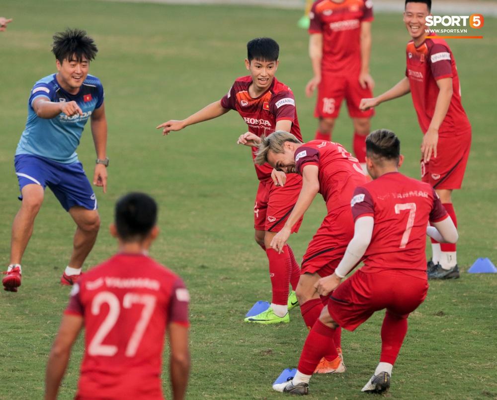 Tuấn Anh bị Đức Huy bắt nạt, đuổi khỏi vị trí ở trò chơi gây mất tình anh em tại tuyển Việt Nam - Ảnh 11.
