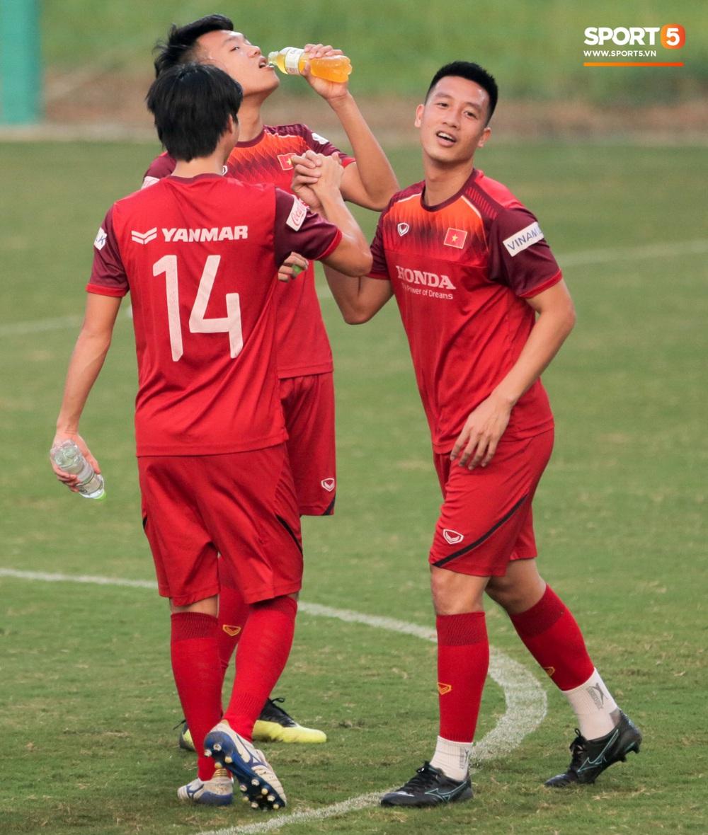 Tuấn Anh bị Đức Huy bắt nạt, đuổi khỏi vị trí ở trò chơi gây mất tình anh em tại tuyển Việt Nam - Ảnh 10.