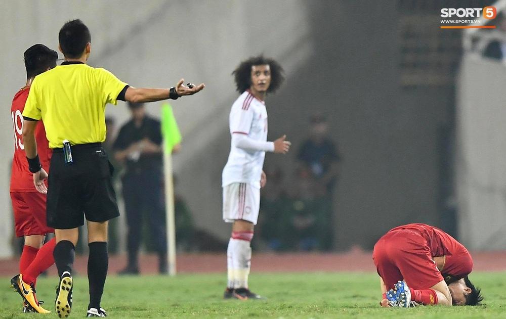 Đôi chân pha lê Tuấn Anh vô hiệu hóa cầu thủ UAE hay nhất châu Á - Ảnh 9.