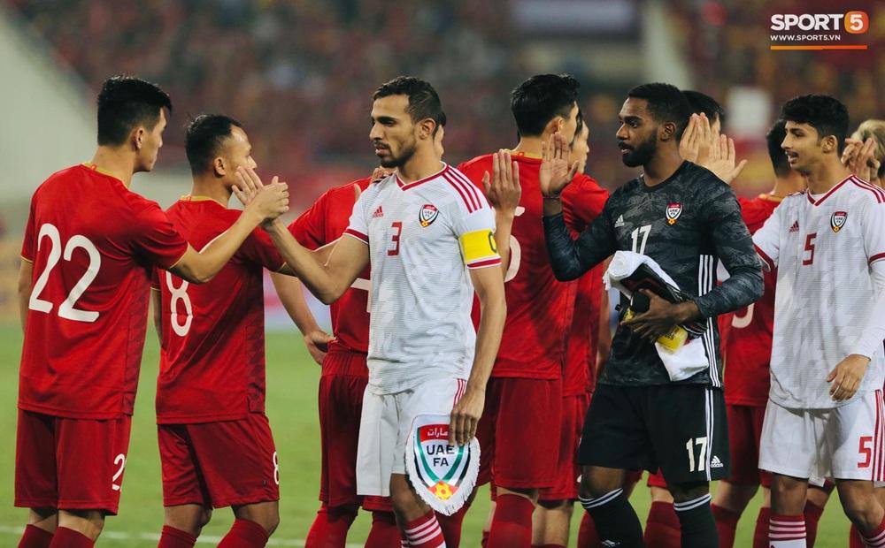 Tuyển thủ Việt Nam tráo số áo đấu UAE: Đó là sự tinh quái của thầy Park - Ảnh 2.