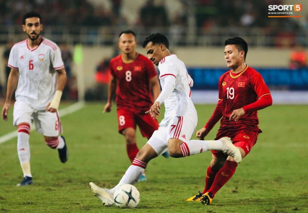 Tuyển thủ Việt Nam tráo số áo đấu UAE: Đó là sự tinh quái của thầy Park - Ảnh 8.