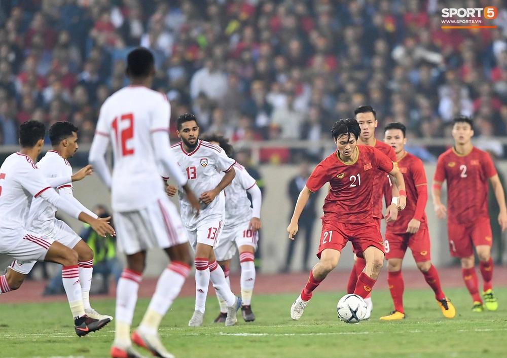 Đôi chân pha lê Tuấn Anh vô hiệu hóa cầu thủ UAE hay nhất châu Á - Ảnh 1.