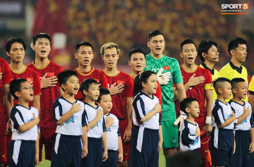 Tuyển thủ Việt Nam tráo số áo đấu UAE: Đó là sự tinh quái của thầy Park - Ảnh 1.
