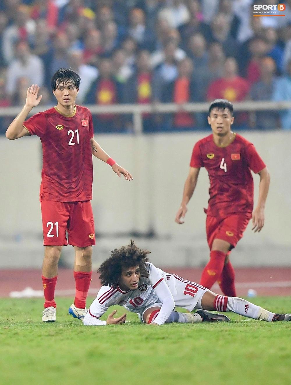 Đôi chân pha lê Tuấn Anh vô hiệu hóa cầu thủ UAE hay nhất châu Á - Ảnh 7.