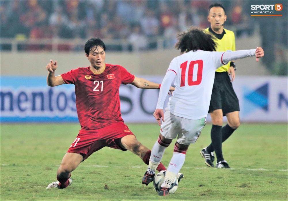Đôi chân pha lê Tuấn Anh vô hiệu hóa cầu thủ UAE hay nhất châu Á - Ảnh 3.