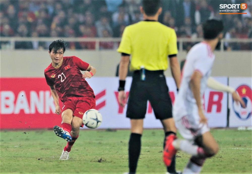 Đôi chân pha lê Tuấn Anh vô hiệu hóa cầu thủ UAE hay nhất châu Á - Ảnh 2.