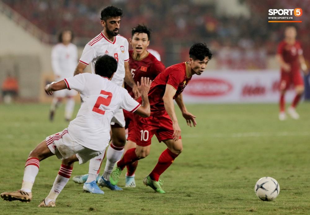 Công Phượng đi bóng như đâm vào tường, bất lực trước hàng thủ UAE - Ảnh 7.