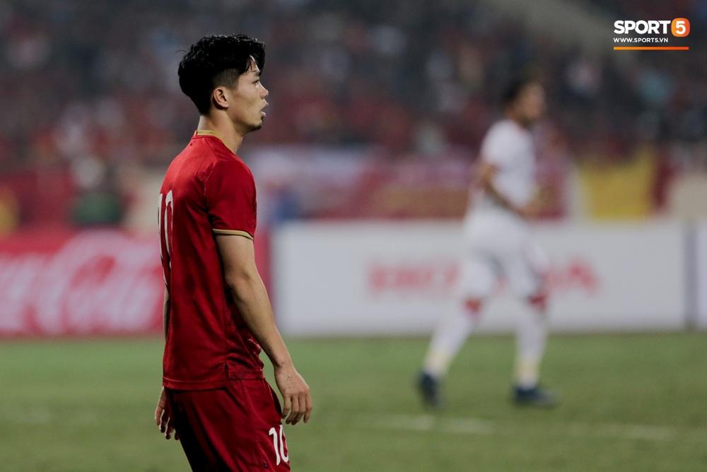 Công Phượng đi bóng như đâm vào tường, bất lực trước hàng thủ UAE - Ảnh 4.