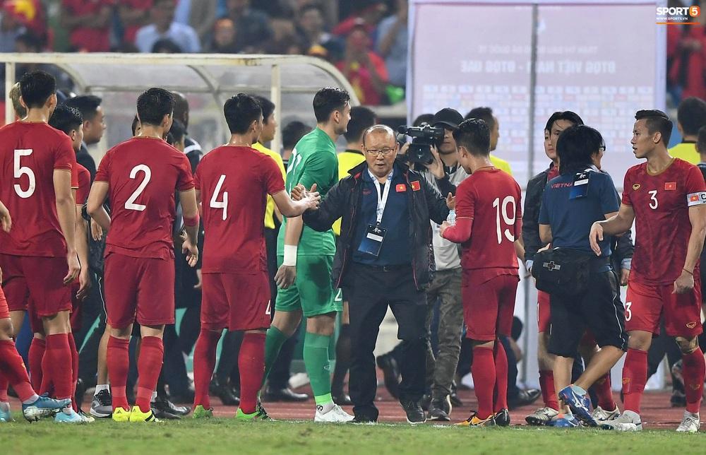 """Không trực tiếp ghi bàn, Quang Hải vẫn khiến hậu vệ UAE khiếp sợ với đôi chân """"ma thuật"""" - Ảnh 8."""
