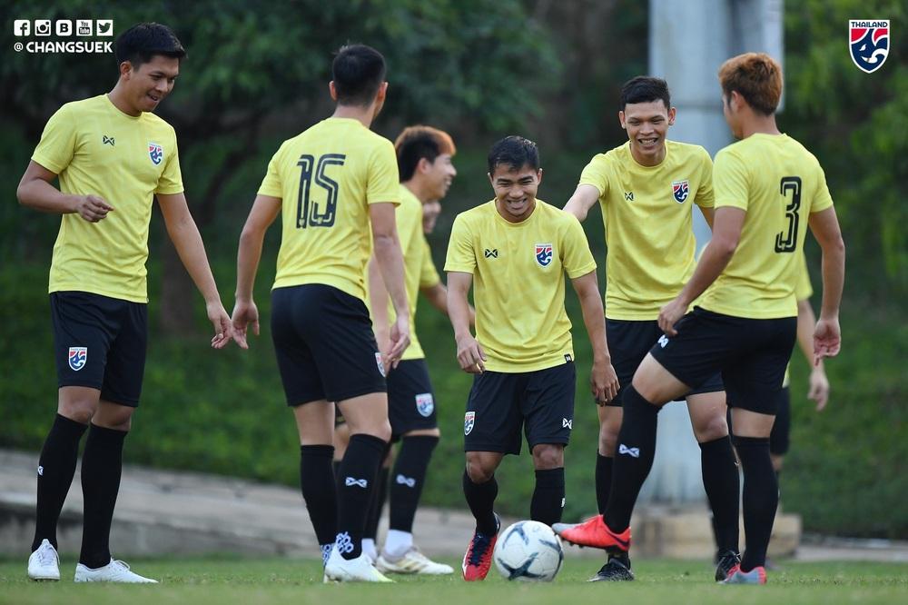Messi Thái Chanathip tích cực tập luyện chuẩn bị cho màn tái ngộ đôi chân pha lê Tuấn Anh ở Vòng loại World Cup - Ảnh 1.