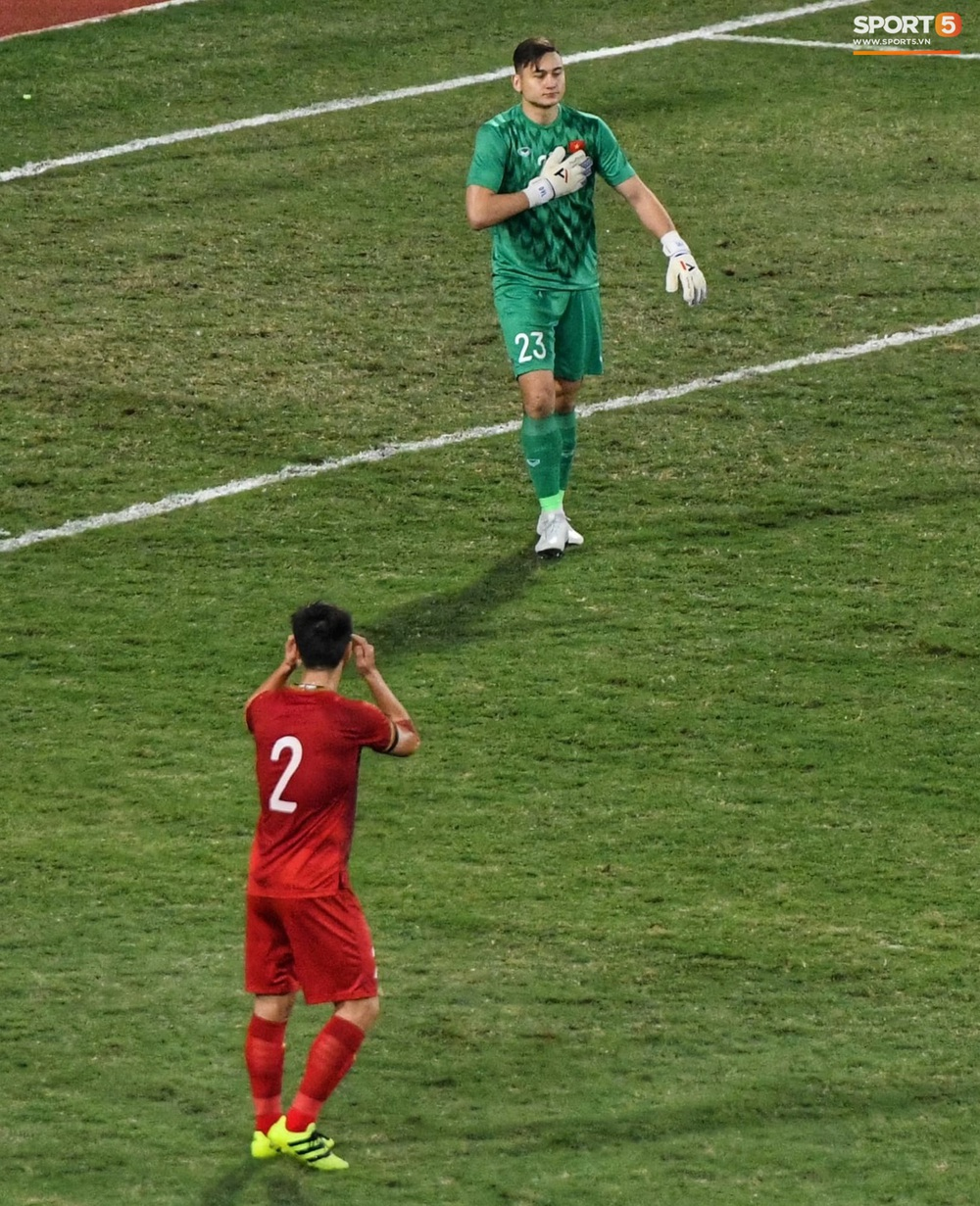 Ngầu như Đặng Văn Lâm: Xuất thần cản phá quả penalty định mệnh, xốc lại tinh thần đồng đội khiến cả sân Mỹ Đình sôi sục - Ảnh 7.