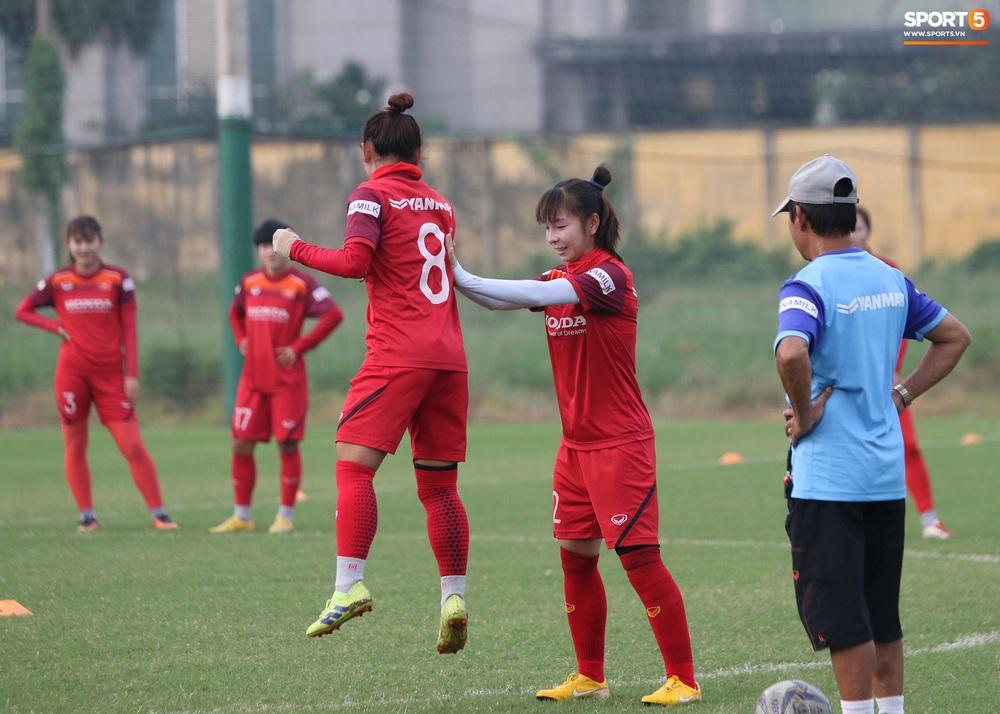Đội tuyển nữ Việt Nam rèn bài đá phạt đền, tự tin trước giờ lên đường tham dự SEA Games 2019 - Ảnh 5.