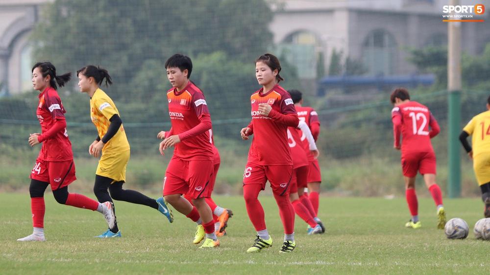 Đội tuyển nữ Việt Nam rèn bài đá phạt đền, tự tin trước giờ lên đường tham dự SEA Games 2019 - Ảnh 6.