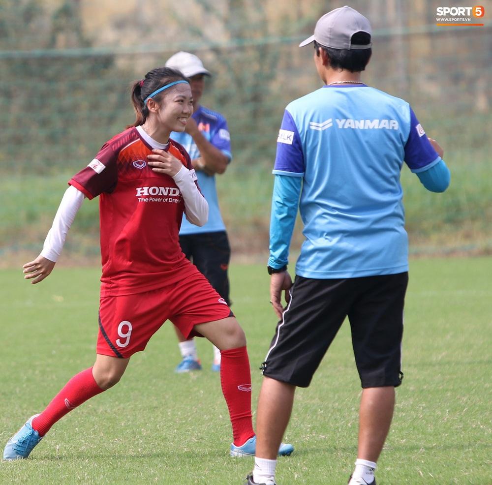 Đội tuyển nữ Việt Nam rèn bài đá phạt đền, tự tin trước giờ lên đường tham dự SEA Games 2019 - Ảnh 7.