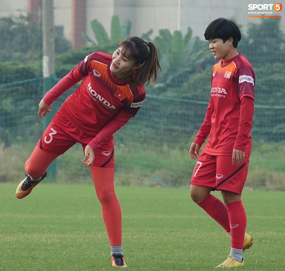 Đội tuyển nữ Việt Nam rèn bài đá phạt đền, tự tin trước giờ lên đường tham dự SEA Games 2019 - Ảnh 9.