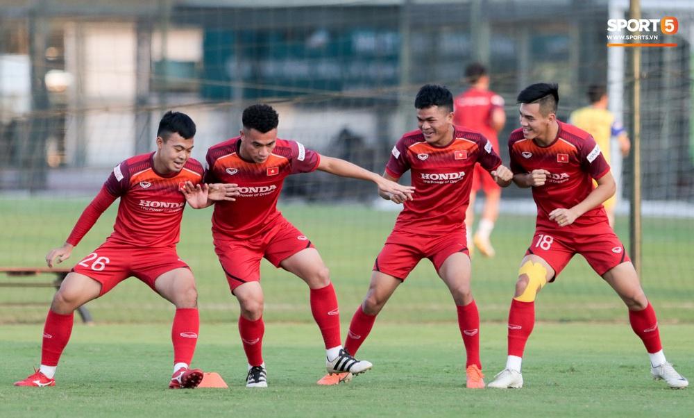 Tuyển thủ U22 Việt Nam từ cười sang mếu vì mục tiêu vượt qua lịch thi đấu hành xác tại SEA Games 2019 - Ảnh 1.