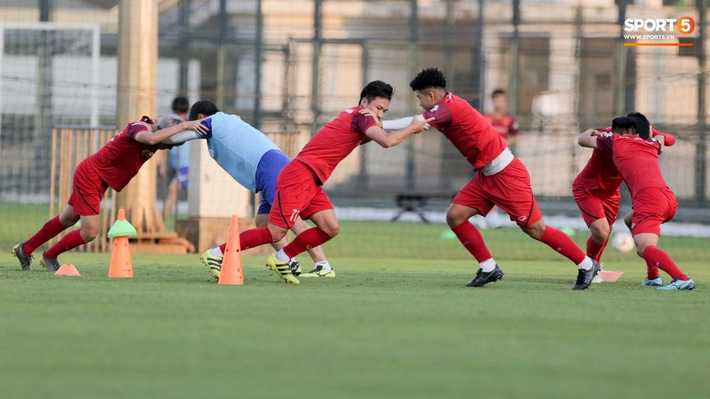 Tuyển thủ U22 Việt Nam từ cười sang mếu vì mục tiêu vượt qua lịch thi đấu hành xác tại SEA Games 2019 - Ảnh 8.
