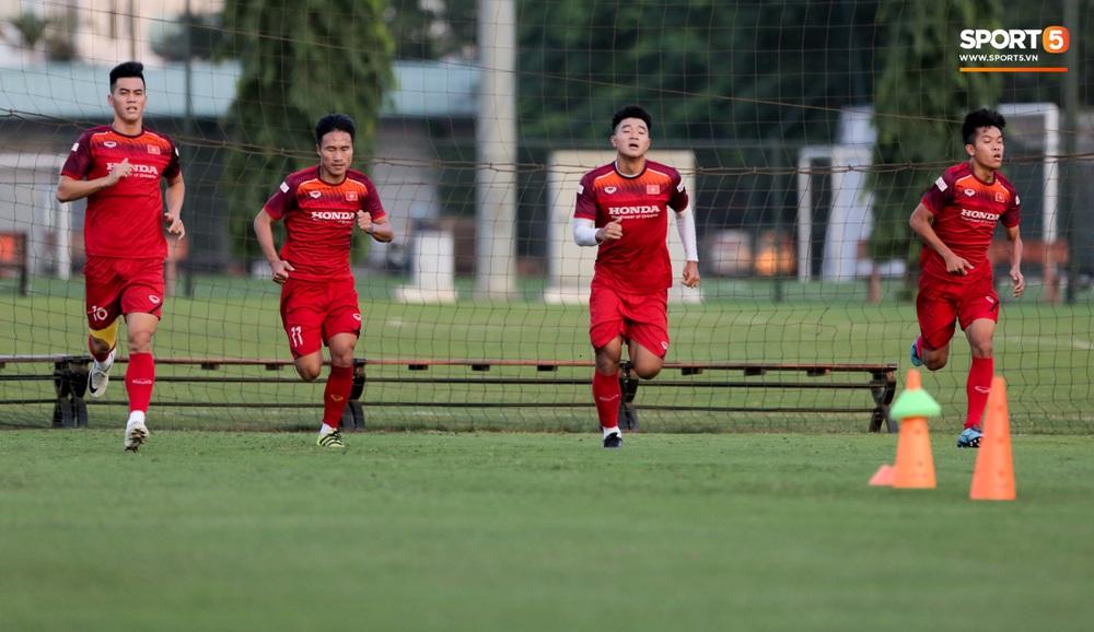Tuyển thủ U22 Việt Nam từ cười sang mếu vì mục tiêu vượt qua lịch thi đấu hành xác tại SEA Games 2019 - Ảnh 3.