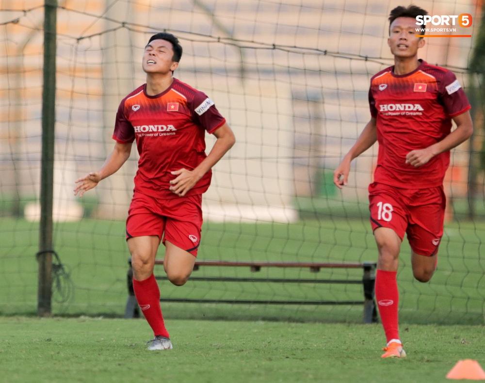 Tuyển thủ U22 Việt Nam từ cười sang mếu vì mục tiêu vượt qua lịch thi đấu hành xác tại SEA Games 2019 - Ảnh 4.