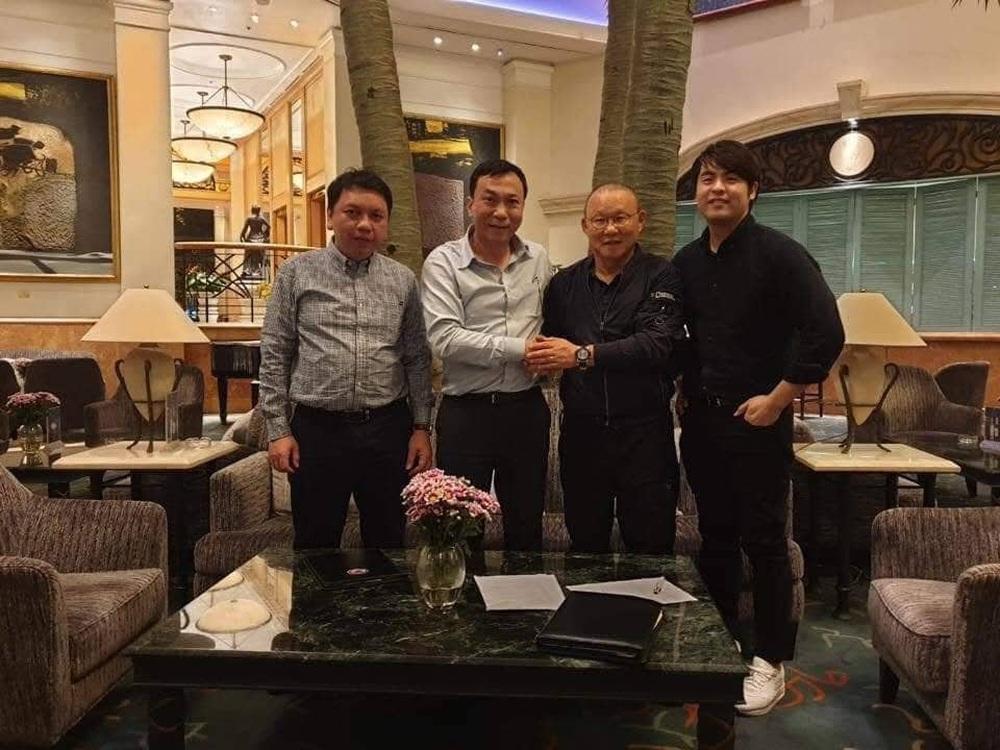 HLV Park Hang-seo nói cảm ơn bằng tiếng Việt, tự hỏi liệu đây có phải lần cuối cùng ký hợp đồng với VFF hay không - Ảnh 12.