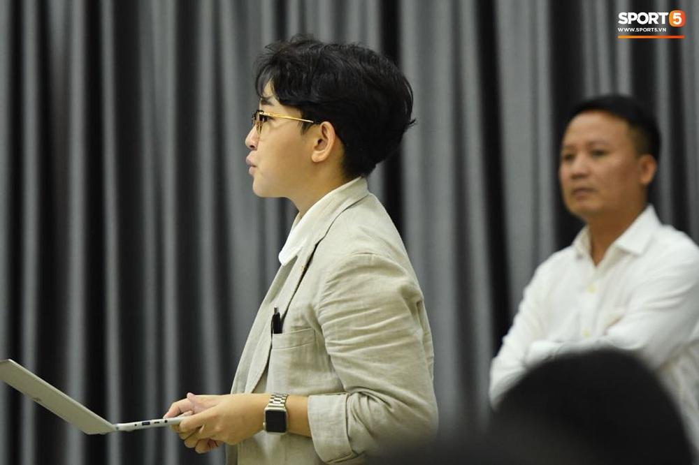 HLV Park Hang-seo nói cảm ơn bằng tiếng Việt, tự hỏi liệu đây có phải lần cuối cùng ký hợp đồng với VFF hay không - Ảnh 3.