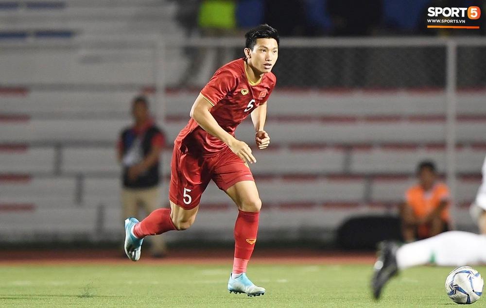 HLV Park Hang-seo và trợ lý phản ứng gay gắt với trọng tài sau tình huống U22 Việt Nam bị phạm lỗi đầy nguy hiểm - Ảnh 1.