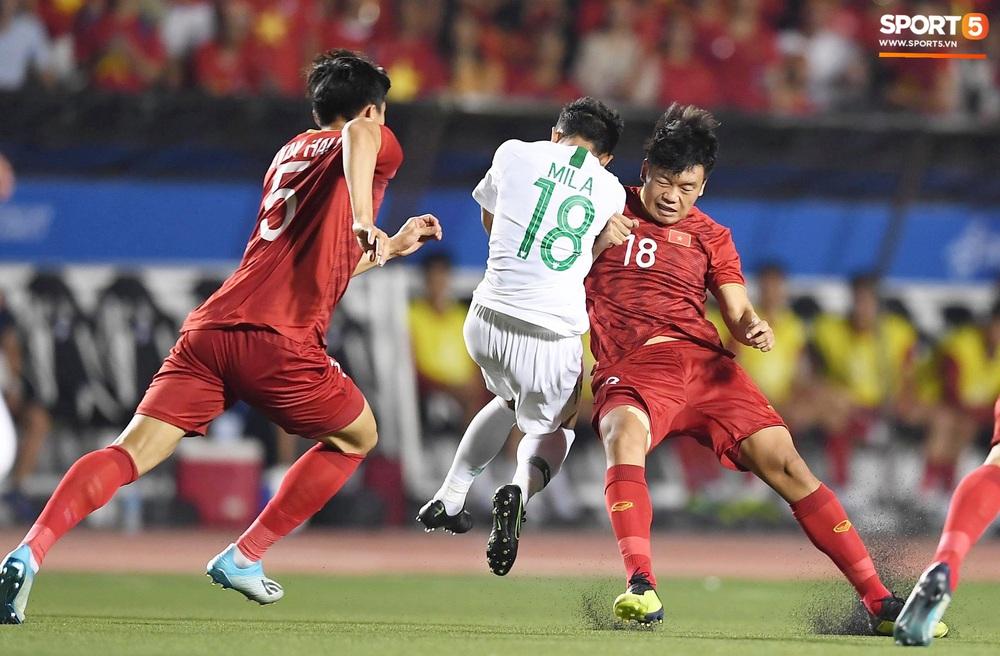 HLV Park Hang-seo và trợ lý phản ứng gay gắt với trọng tài sau tình huống U22 Việt Nam bị phạm lỗi đầy nguy hiểm - Ảnh 7.