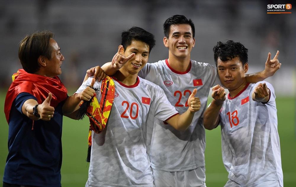 U22 Việt Nam ăn mừng cực cảm xúc khi vô địch SEA Games 30 - Ảnh 7.