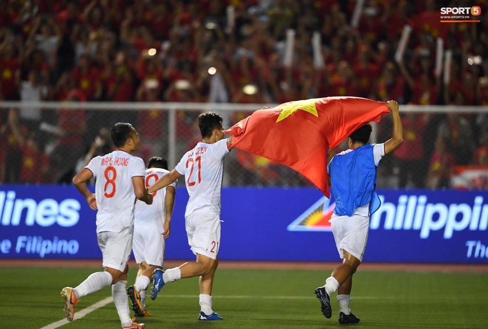 U22 Việt Nam ăn mừng cực cảm xúc khi vô địch SEA Games 30 - Ảnh 9.