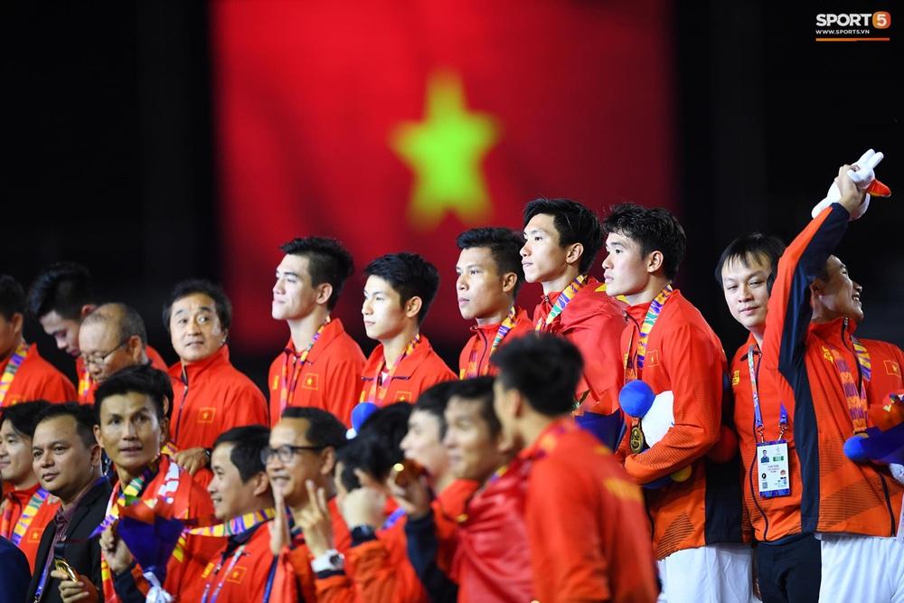 U22 Việt Nam ăn mừng cực cảm xúc khi vô địch SEA Games 30 - Ảnh 19.