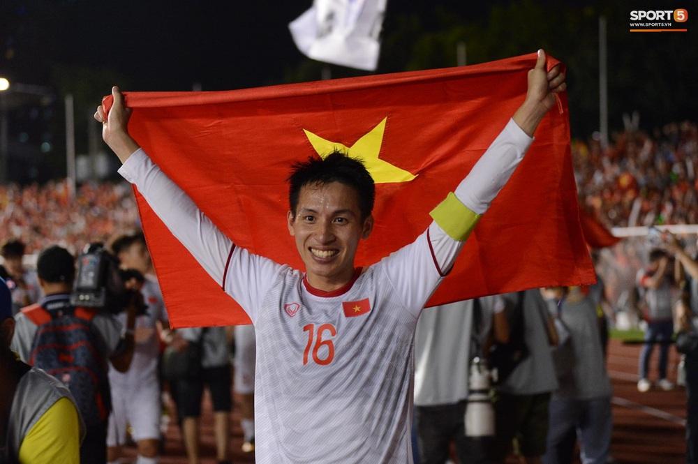 U22 Việt Nam ăn mừng cực cảm xúc khi vô địch SEA Games 30 - Ảnh 12.